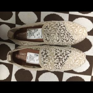 TOMS,  size 7 1/2
